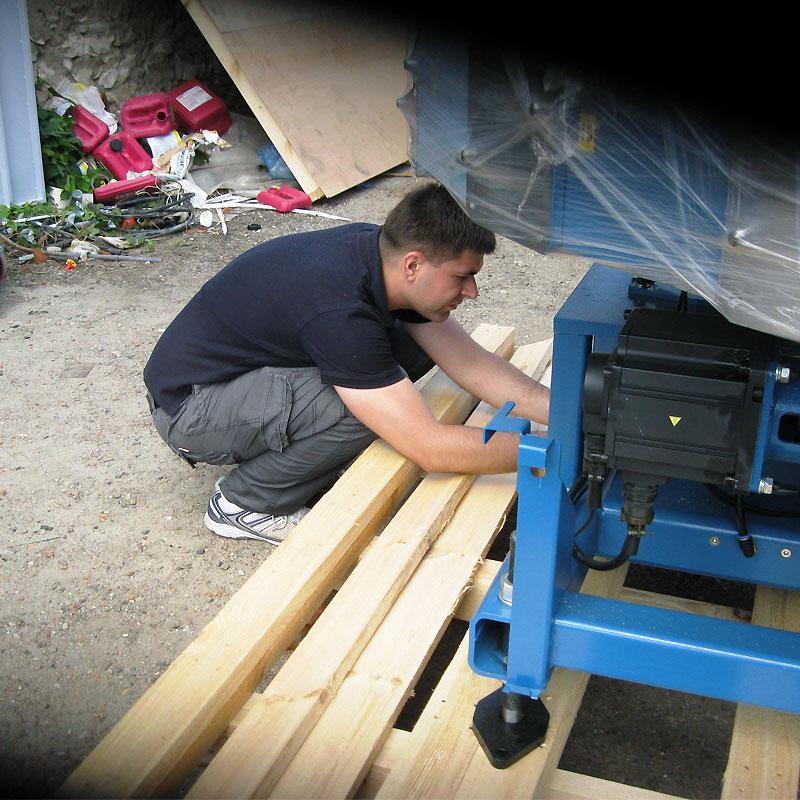 Доставка текстильного печатного оборудования для шелкографии до дверей. Монтаж и ввод в эксплуатацию - сервисная служба компании Мировые печатные системы +7 (495) 727-0610.